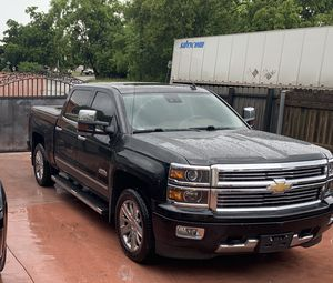 2014 chevy Silverado 1500 4x4 high country for Sale in Hialeah, FL