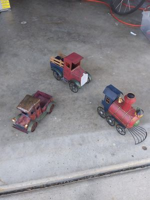 """3- Metal cars Size: about 7""""W X 4""""D X 5-1/2""""H for Sale in Temecula, CA"""