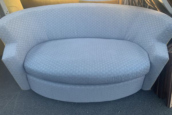 Pull Out Couch (single bed)