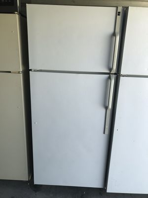 HotPoint apartment size fridge !! for Sale in Santa Ana, CA