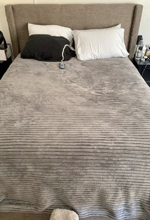 Queen size mattress w/bed frame for Sale in Los Angeles, CA