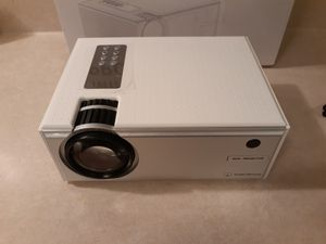 2800LUX High Quality 1080p Wifi Mini Projec for Sale in Las Vegas, NV