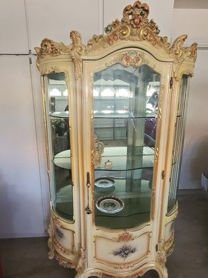 Curio with 3 glass shelves for Sale in Las Vegas, NV