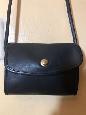 Sm Vintage black coach bag with kiss pull lock for Sale in Washington, DC