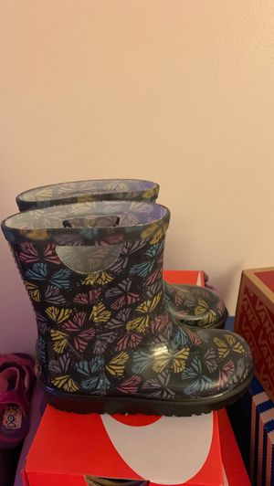 Ugg rain boots size 6 or 7 for Sale in Mount Laurel Township, NJ