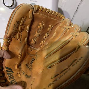 Baseball glove for Sale in Bakersfield, CA