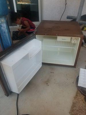 Mini refrigerator for Sale in Fresno, CA