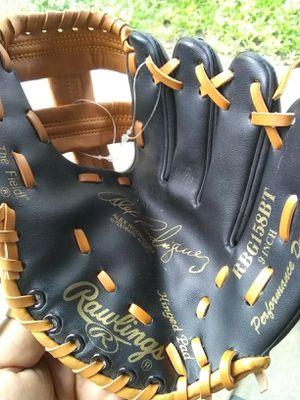 New Rawlings kids baseball glove for Sale in Baldwin Park, CA