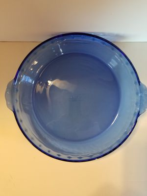 """Pyrex cobalt blue 10"""" fluted pie plate with handles for Sale in Cranston, RI"""