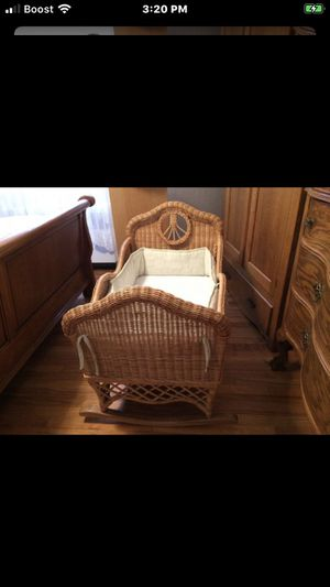 Classic Vintage Looking Rocking Cradle & Mattress for Sale in Queens, NY