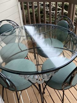 Vintage Table & Chairs for Sale in Vancouver,  WA