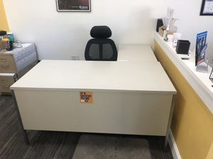 Office Desks and furniture for cheap! for Sale in Tampa, FL