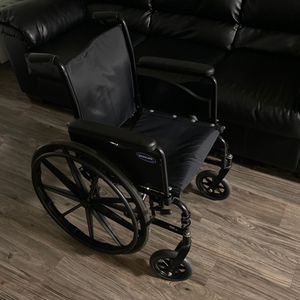 "18"" Wheelchair - Comes with Elevated Leg Rests (pair) for Sale in San Antonio, TX"