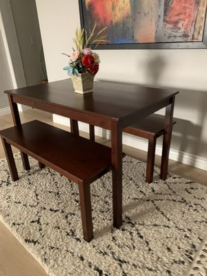 "Small kitchen dining table with 2 benches 45"" x 28"" x 29"" tall for Sale in Peoria, AZ"