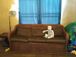 Wicker couch bed couch * baby not included* for Sale in Kolin, LA