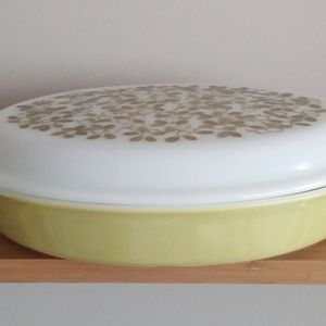 Vintage Pyrex Olive Verde 1 1/2 Quart Oval Divided Casserole With Lid for Sale in Germantown, MD