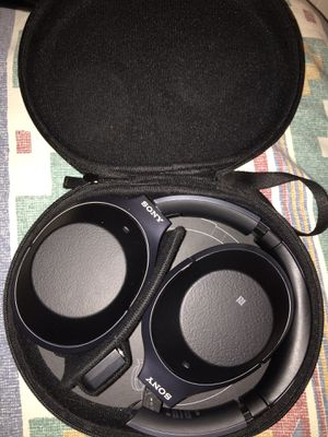 Sony - WH-1000XM2 Wireless Noise Canceling Over-the-Ear Headphones for Sale in Hazelwood, MO