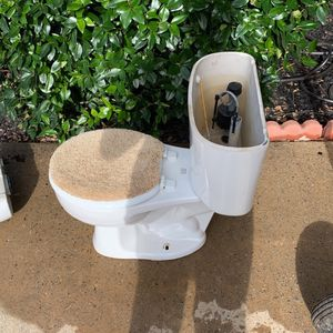 Free Toilets for Sale in Fayetteville, GA