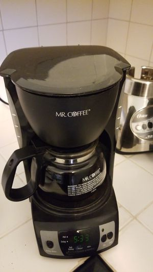 4 cup coffee maker; blender for Sale in Seattle, WA