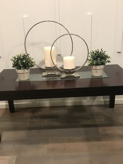 Beautiful Coffee Table ! 48 In L X 24 In W X 19 In H for Sale in Vancouver,  WA