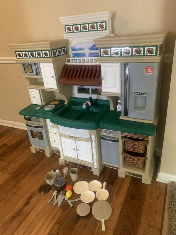 Step 2 Deluxe lifestyle dream play kitchen excellent great condition