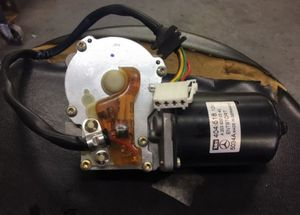 01-07 MERCEDES-BENZ W203 C200 C230 C320 FRONT WINDSHIELD WIPER MOTOR OEM for Sale in Casselberry, FL