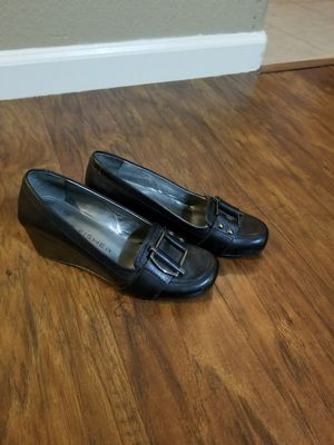 Black low rise wedge heels, Size 5 for Sale in Fresno, CA
