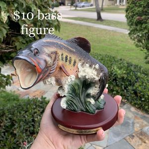 Large big mouth bass figurine with wooden base for Sale in West Palm Beach, FL