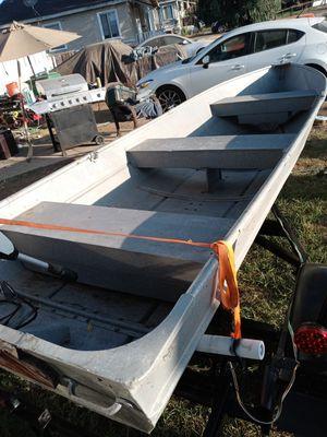 14 foot aluminum boat no trailer for Sale in Moreno Valley, CA