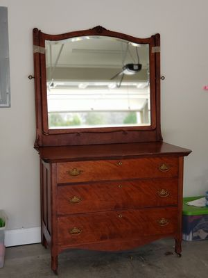 Antique wooden dresser with mirror for Sale in Columbia, TN