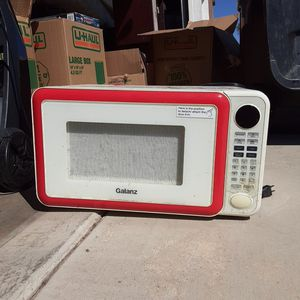 Microwave 10$ for Sale in Fontana, CA