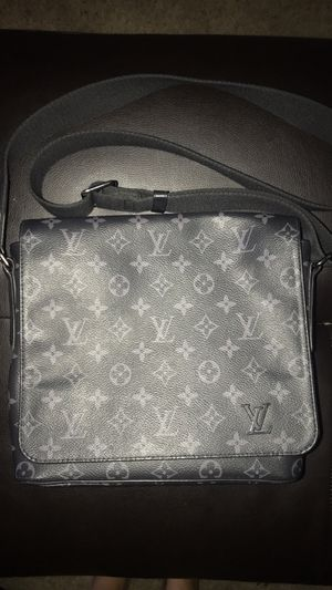 LOUIS VUITTON MESSENGER BAG for Sale in Riverside, CA