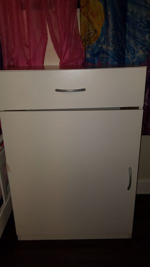 White cabinet with shelf for Sale in Lynwood, CA