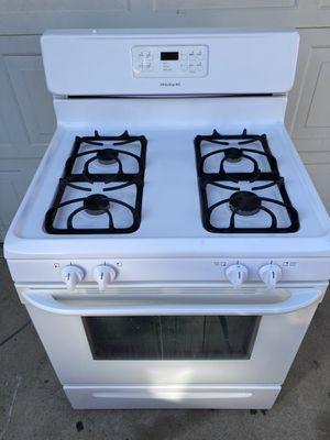 Frigidaire gas stove 30 day warranty for Sale in Madera, CA