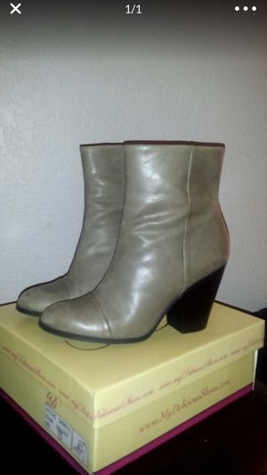 Guess boots for Sale in Bellevue, WA