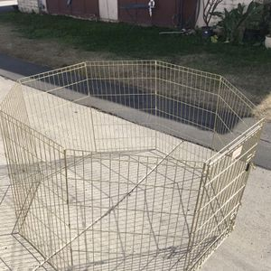 GOLD ZINE LARGE METAL DOG EXERCISE PEN for Sale in Fountain Valley, CA