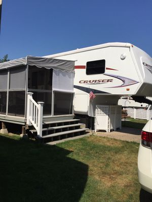 2007 Crossroads RV cruiser fifth wheel series M-32 BL-35' for Sale in Leominster, MA