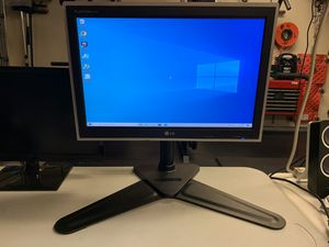 Lg computer monitor with desk stand for Sale in Pasadena, TX