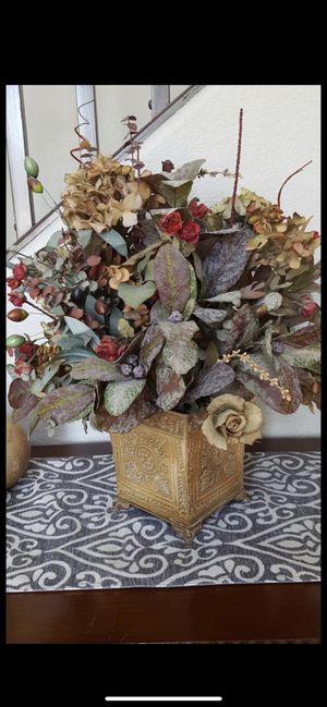Faux floral centerpiece fake plants flowers for Sale in Surprise, AZ