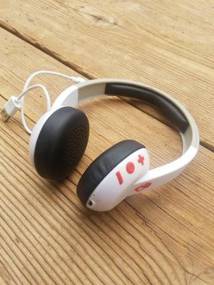 Skullcandy wireless headphones ear buds for Sale in Page, AZ