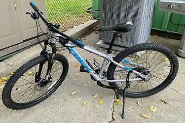 Trek Marlin 4 Mountain Bike, Frame 13.5, Wheels 27.5 for Sale in Ballinger,  TX