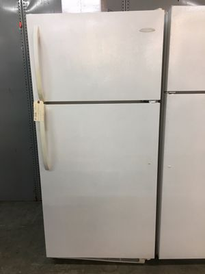 Frigidaire white top freezer fridge for Sale in Pompano Beach, FL