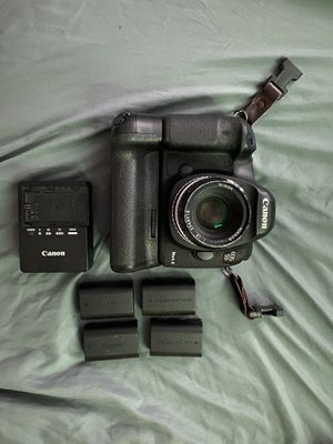 Canon 5D Mark 3 with 4 batteries / battery grip / charger (no lens) for Sale in Lee's Summit, MO