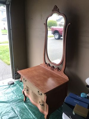Antique dresser with mirror. for Sale in Olympia, WA
