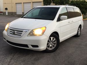2010 Honda Odyssey mini van fully loaded for Sale in Pembroke Park, FL