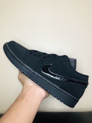 AIR JORDAN 1 LOW 'TRIPLE BLACK' (SIZE 11) for Sale in Glendale Heights, IL