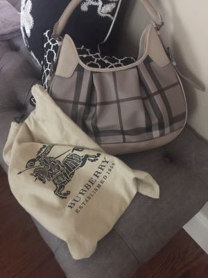 Authentic Burberry top Zip hobo bag!! for Sale in Boston, MA
