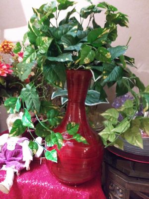 """VINTAGE VASE W/ARTIFICIAL PLANT 26"""" NORMAL WEAR. CLEAN $25.00 FIRM ENGLISH-SPANISH for Sale in Mesa, AZ"""