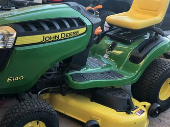 John Deere Lawn Mower for Sale in Vacaville,  CA