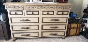 Cal king bedroom set for Sale in Moreno Valley, CA